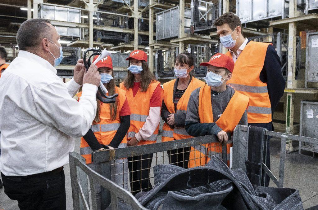Már a vállalatok is segítik a Tanítsunk Magyarországért programban részt vevő diákokat