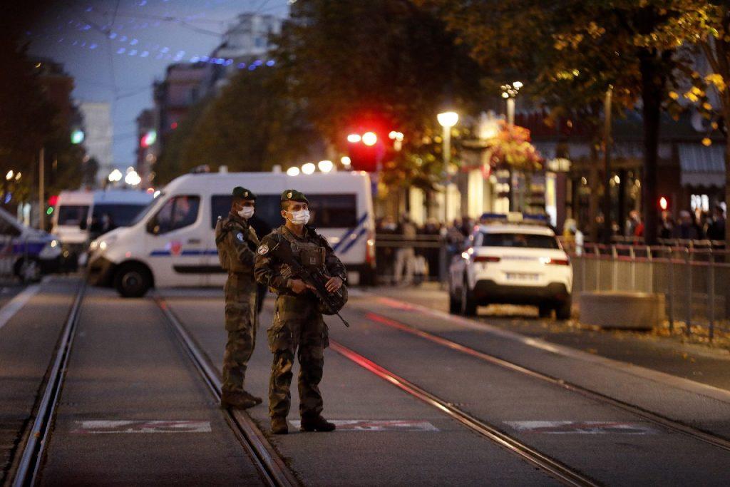 Nem volt pénze Párizsba menni, ezért Nizzában gyilkolt a 22 éves dzsihadista