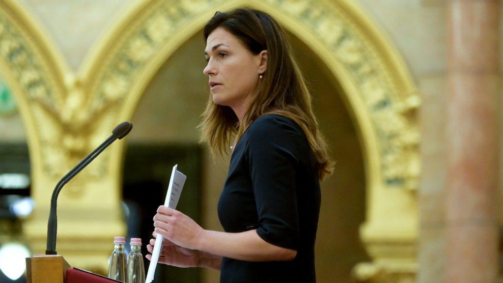 Varga Judit: Csak a határok védelmével maradhatunk magyar ország