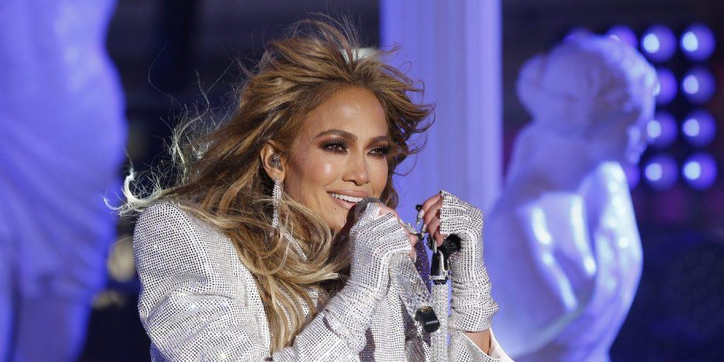 J. Lo húsz évvel később újraalkotta klipje forró jelenetét