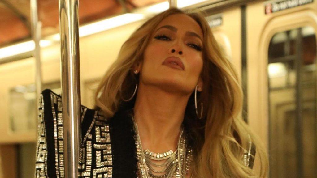Fürdőruhában mutatta meg fantasztikus idomait az 51 éves Jennifer Lopez