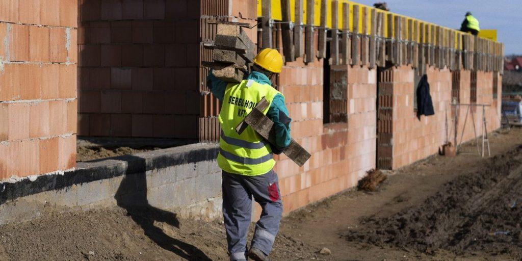 Tucatnyi újabb munkásszállás létesítését támogatja a kormány