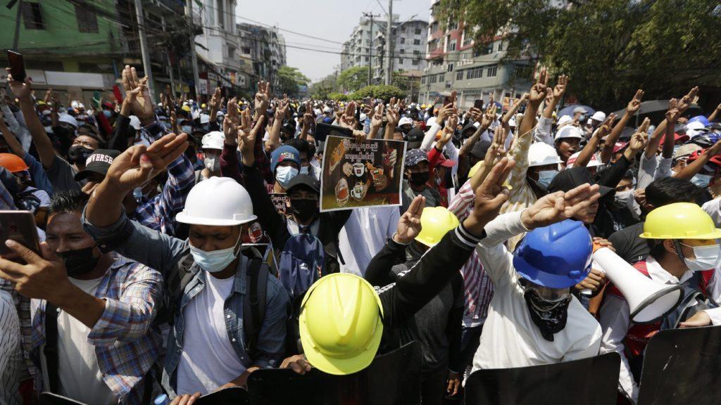 Halálos áldozatokat követelő tüntetések zajlanak Mianmarban