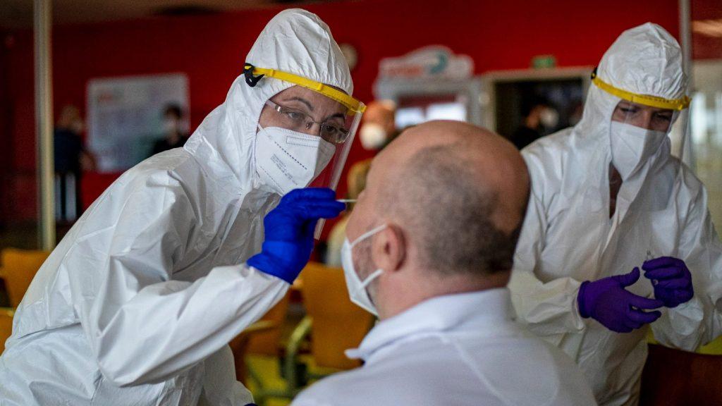 Egyenletesen nő a fertőzöttek száma a világon