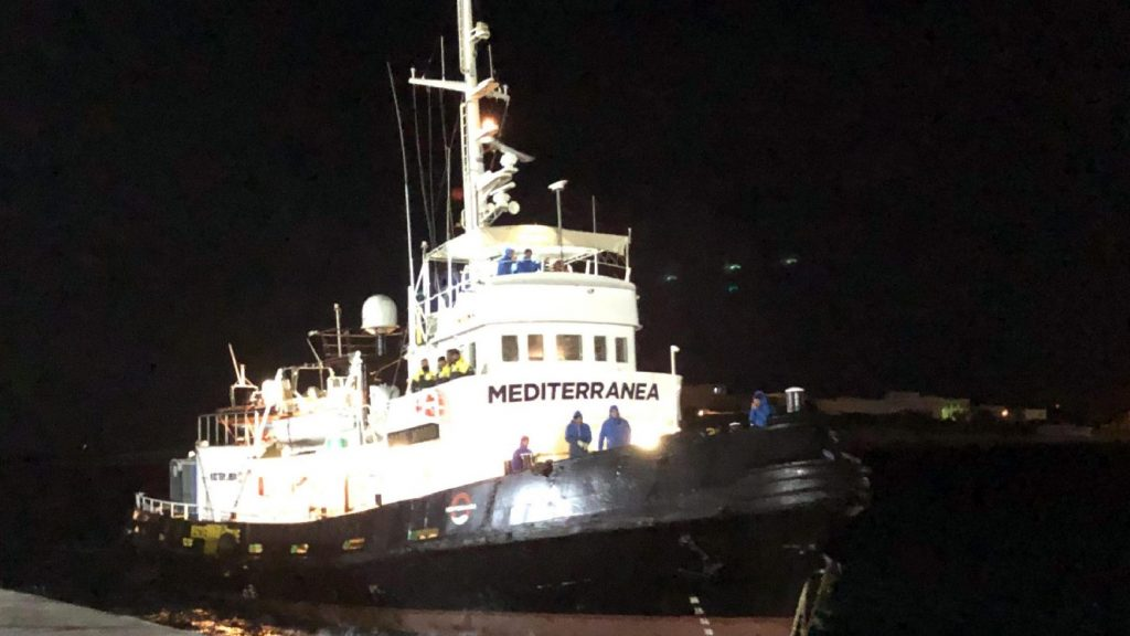 Ügyészi vizsgálat indult egy migránsokat pénzért szállító olasz NGO ellen