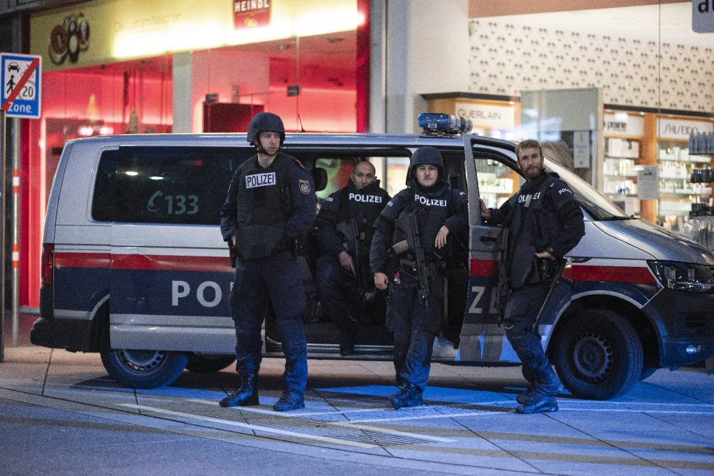 Élve felgyújtottak egy nőt Bécsben