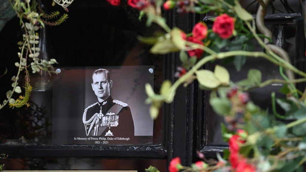 Részvétnyilvánítások a Föld minden zugából a brit királyi háznak