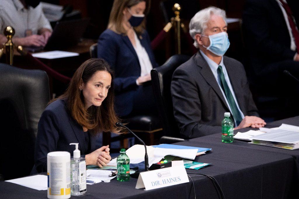 Példátlan fenyegetést jelent Kína, figyelmeztet az amerikai hírszerzés csúcsvezetője