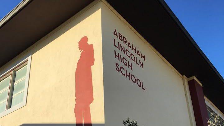 Szülők és pedagógusok akadályozták meg a tömeges iskolanév-változtatást Amerikában