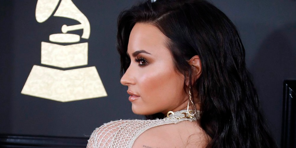 Demi Lovato perzselő képet osztott meg új fürdőruhájáról