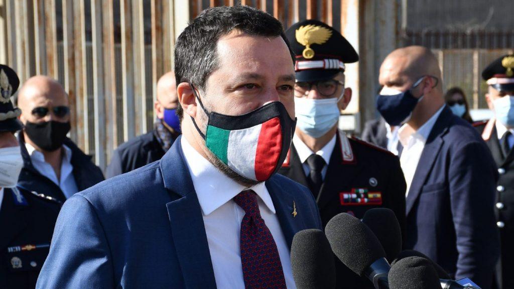 Súlyos precedens: Bíróság elé állítják Matteo Salvinit