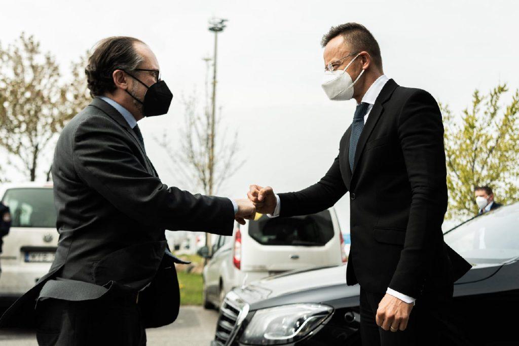 A tranzit gyorsításáról is tárgyalt Szijjártó Péter osztrák kollégájával
