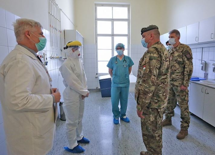 Meghosszabbították a Honvédkórház Covid-osztályán késelő férfi letartóztatását