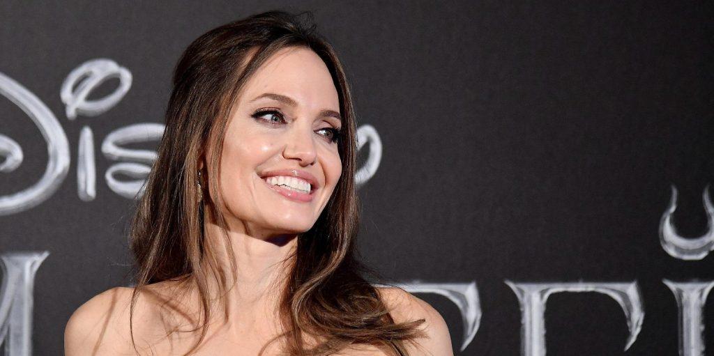 Aki randira hívja Angelina Jolie-t, az egy hatalmas nemre számíthat