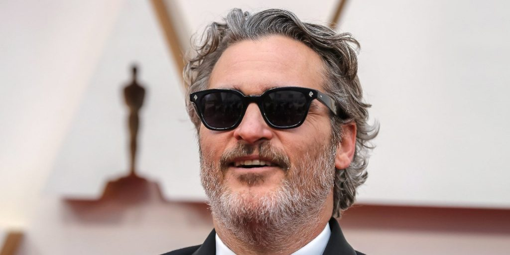 Joaquin Phoenix megőszülve és meghízva egészen más ember lett