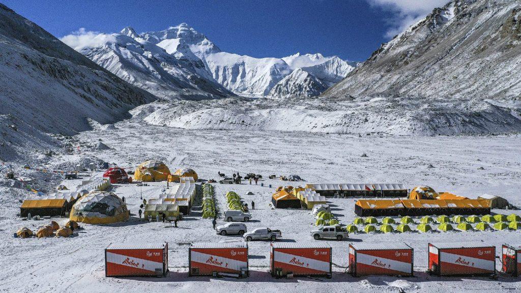 Veszélyben a mászószezon, a Mount Everestre is elért a koronavírus