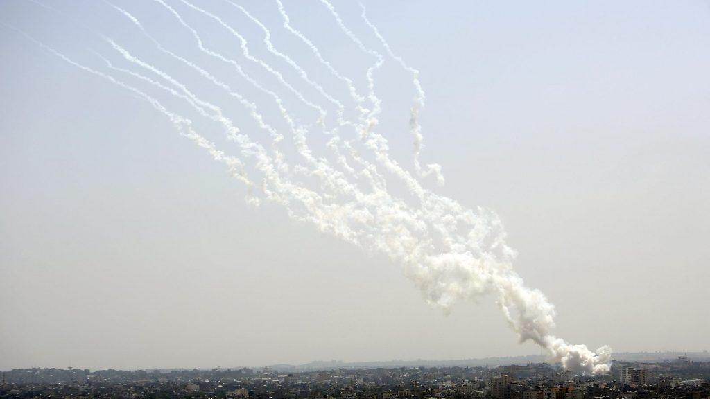 Megállás nélkül lövik Tel-Avivot a gázai terroristák