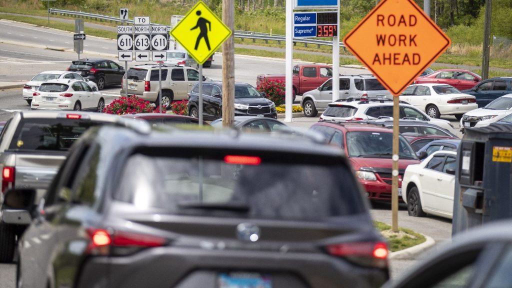 Káoszt okoztak a hackerek: üzemanyagpánik, autósorok a benzinkutaknál – Bidenék ismét csődöt mondtak