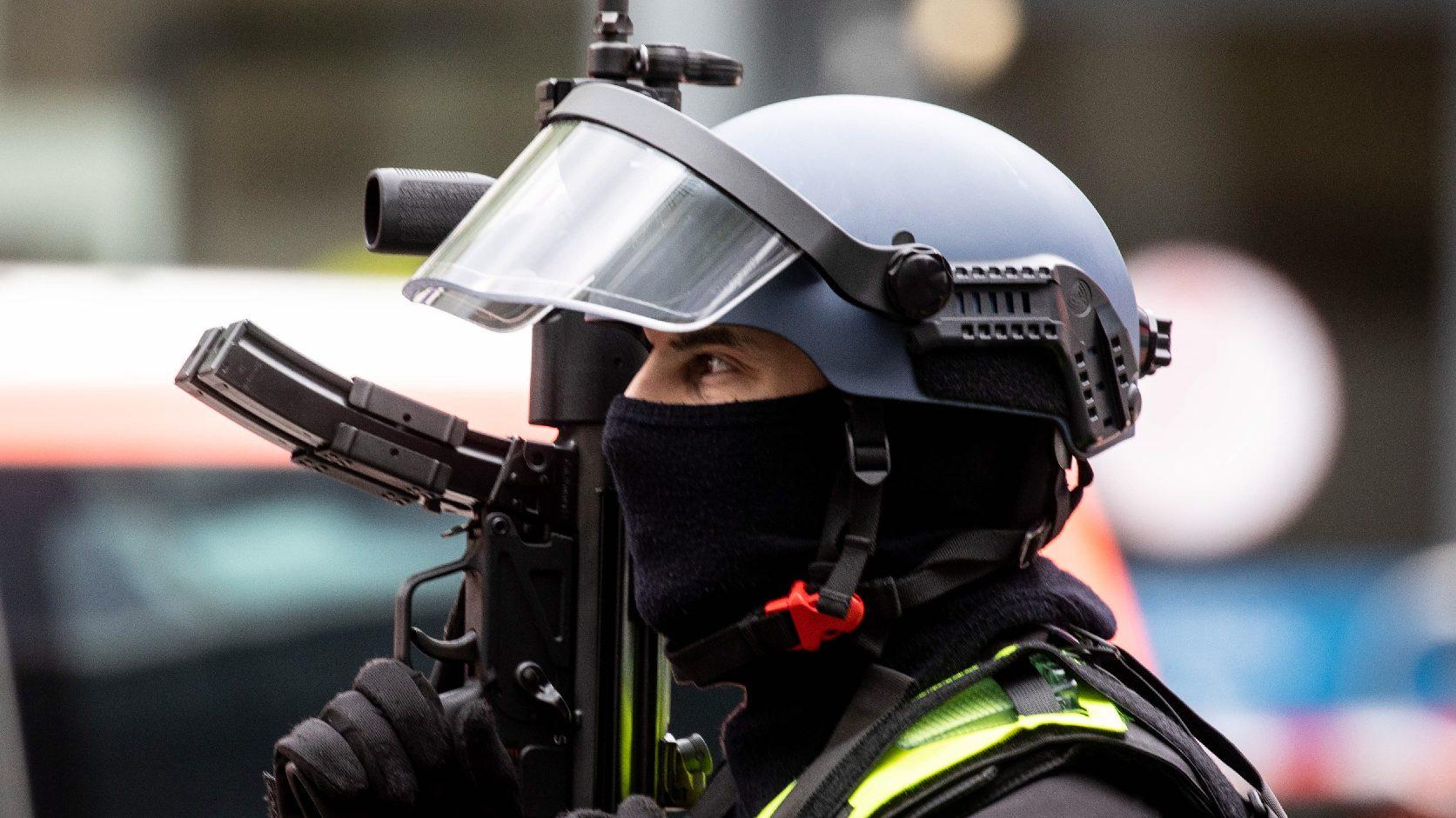 Szélsőjobboldali, neonáci tartalmakat osztott meg egymással a német rendőrség egyik különleges egysége