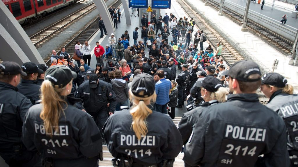 A béke félszigetétől az erőszak földjéig – nem nevezik nevén a migránsproblémát Svédországban