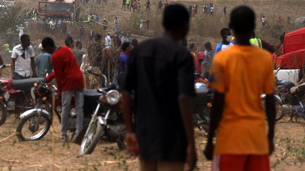 Válogatás nélkül lőni kezdtek, fegyveresek gyilkoltak meg tíz embert