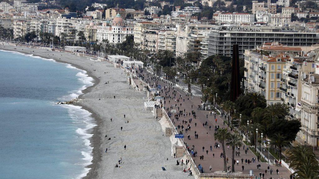 Újra maszkot kell hordani a francia nyaralóhelyeken