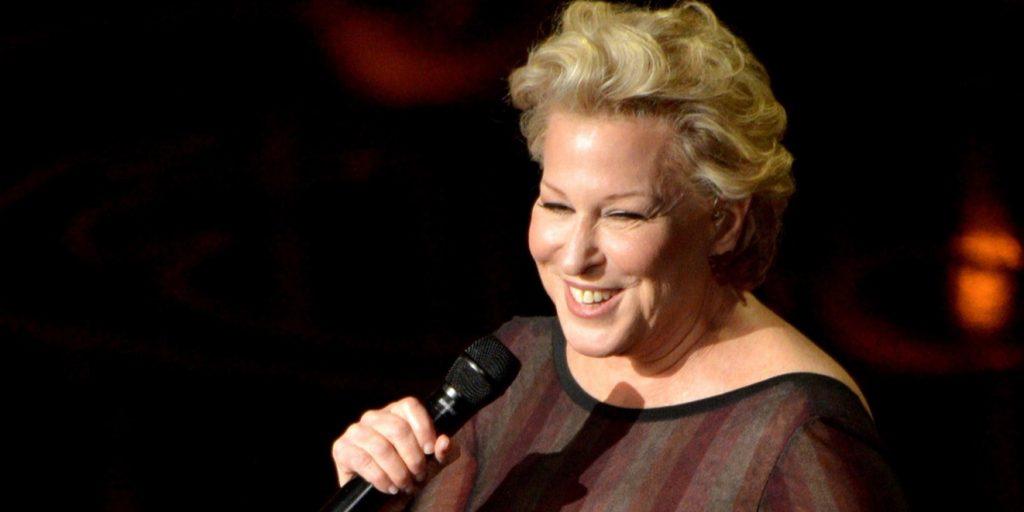 Életműdíjjal jutalmazzák a Hókusz Pókusz filmszínésznőjét, Bette Midlert