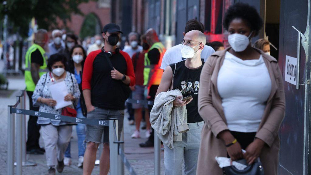 Közel hatszázezerrel nőtt a koronavírussal fertőzöttek száma a világon