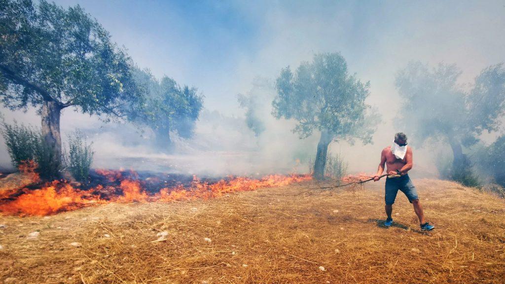 Megfékezték a bozóttüzet Rodoszon, de nem enyhül a hőség