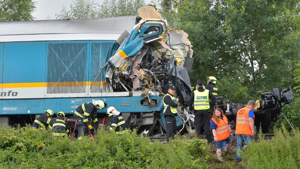 Nem állt meg a piros jelzésnél! Már hárman meghaltak a vonatbalesetben Csehországban