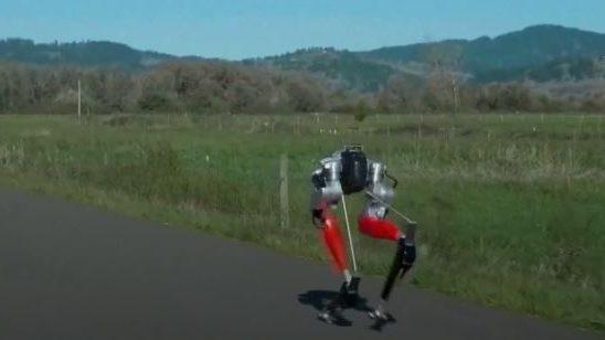 Öt kilométert futott egy két lábon járó háztartási gép