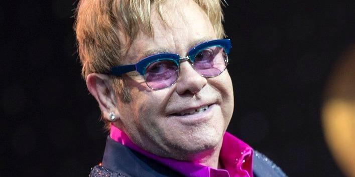 Komoly csípőműtét vár a 74 éves Elton Johnra