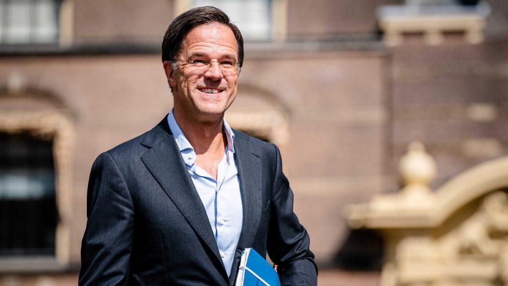 Megerősített biztonsági kíséretet kapott: veszélyben a holland ügyvivő kormányfő?
