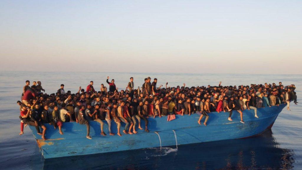 Ismét több száz migráns érkezett Lampedusa szigetére