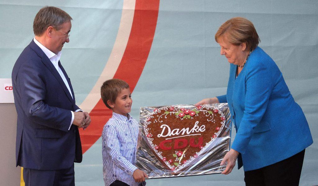 Megható módón búcsúztatták a leköszönő kancellárt, Angela Merkelt