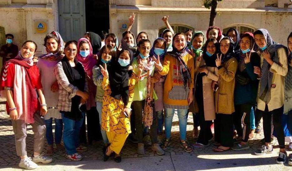 Az afgán női ifjúsági labdarúgó-válogatott is külföldre menekült