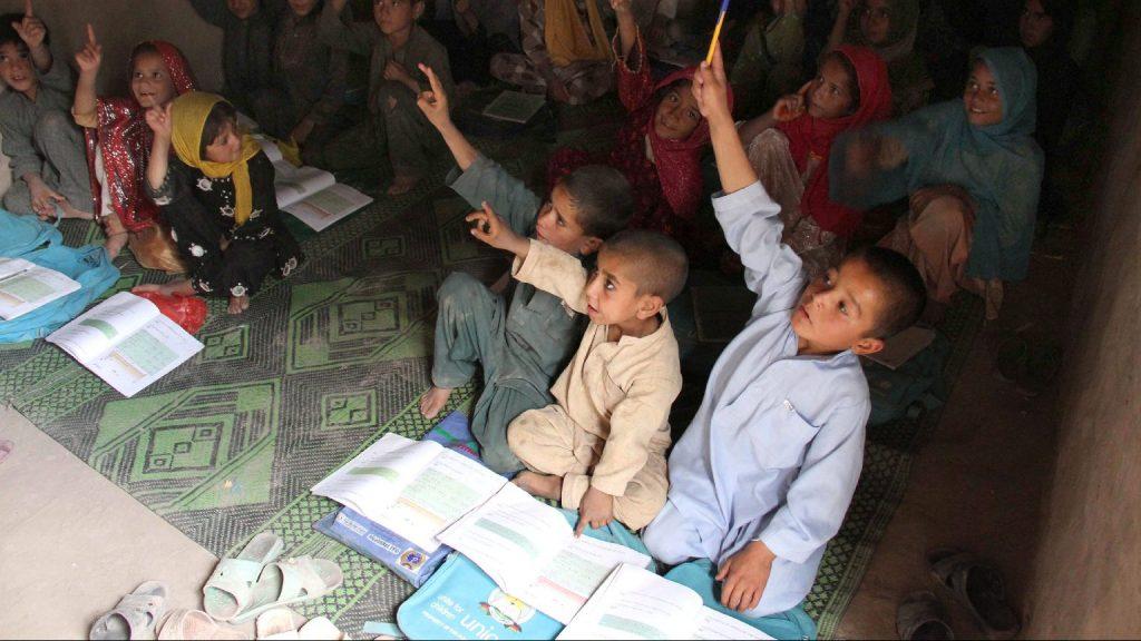 A tálibok visszarendelik az oktatásba a fiúkat