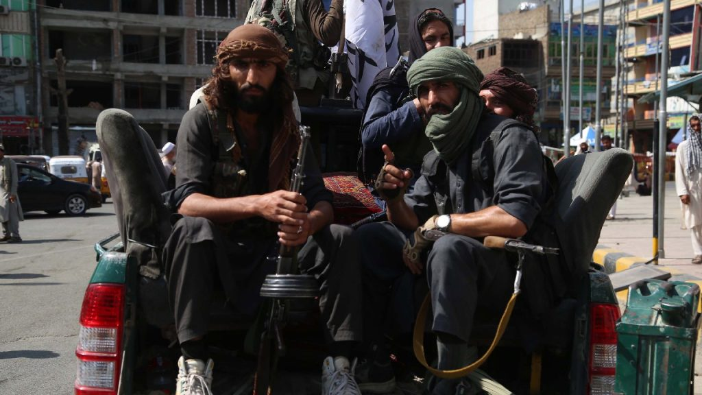 Felkavaró: holttestet akasztottak a tálibok egy darura a város főterén