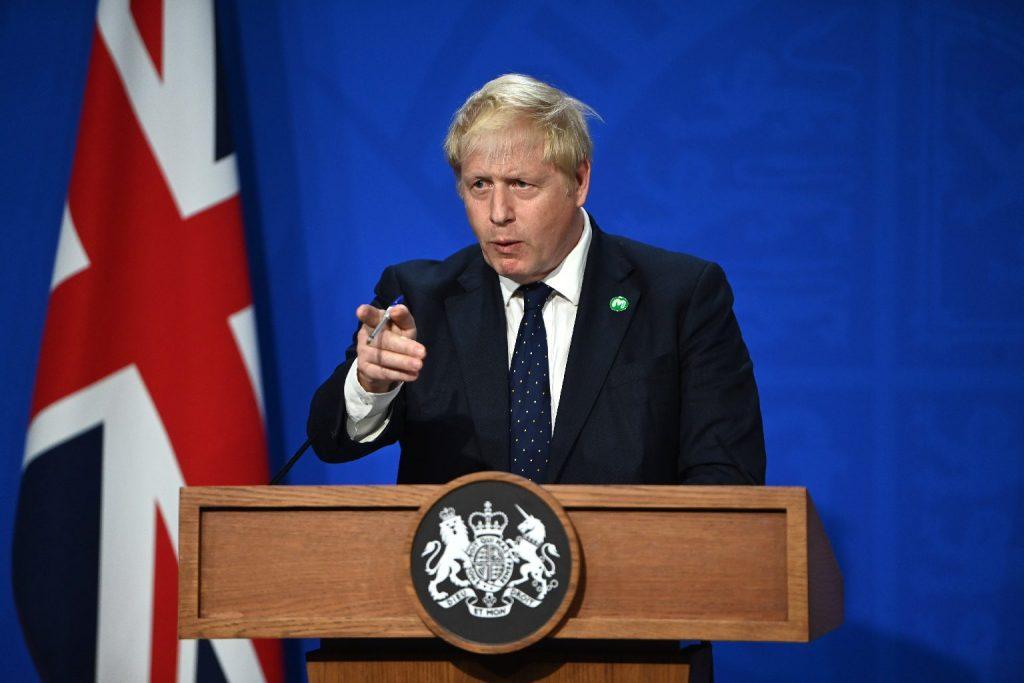 Reagált az ellátási káoszra a brit kormányfő