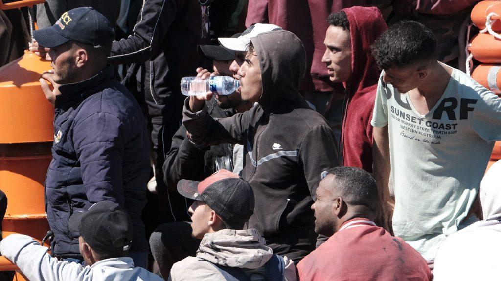 Brüsszeli biztos: a migránsok hozzánk tartoznak, ennek elismeréséhez ragaszkodnunk kell