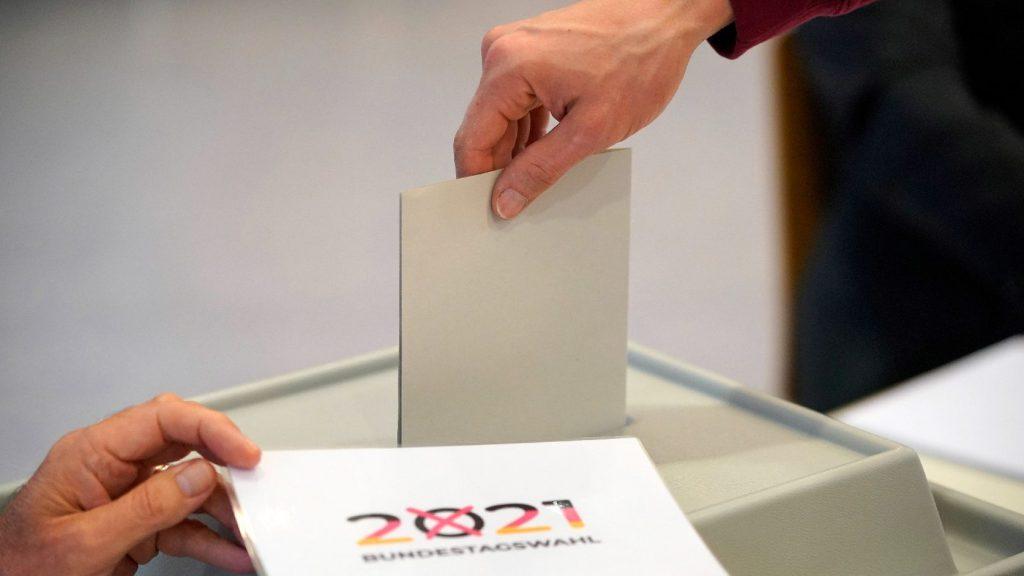 Német választások: megvan az exit poll, több párt is holtversenyben, nagyon szoros eredmény várható