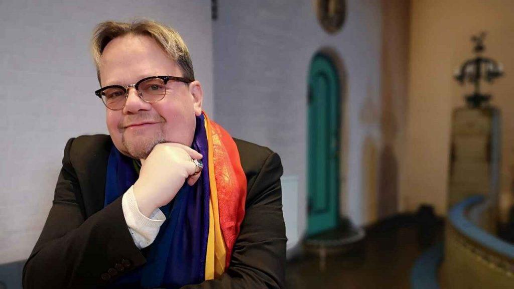 A homoszexuálisok védelme érdekében nem ad össze több heteroszexuális párt egy pap
