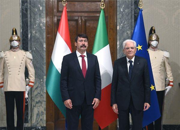 A migrációról és az államadósságról tárgyalt az olasz államfővel Áder János