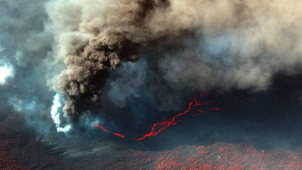 Visszatartja a repülőket a kanári-szigeteki vulkán hamufelhője