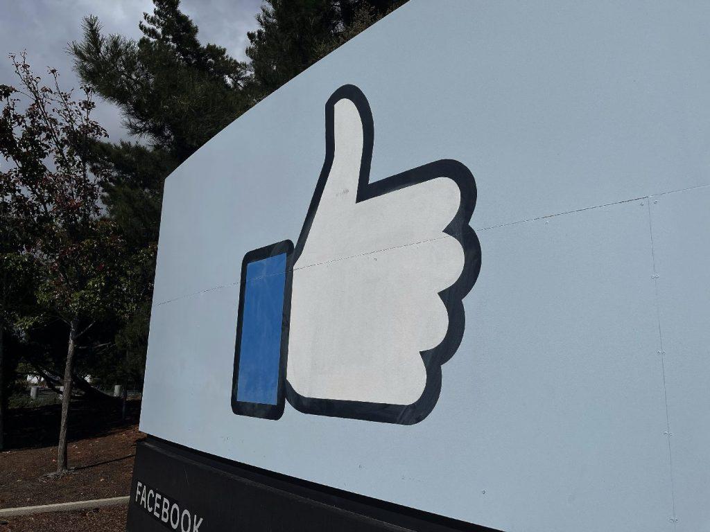 Hidegen hagyják a hirdetőket a Facebook megkérdőjelezhető módszerei