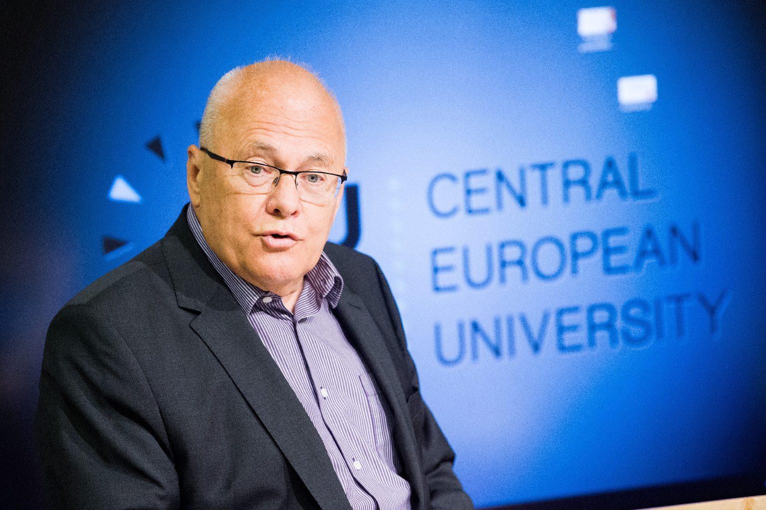 Szocialista exminisztert idézve vádolja antiszemitizmussal a magyar kormányt a The Times