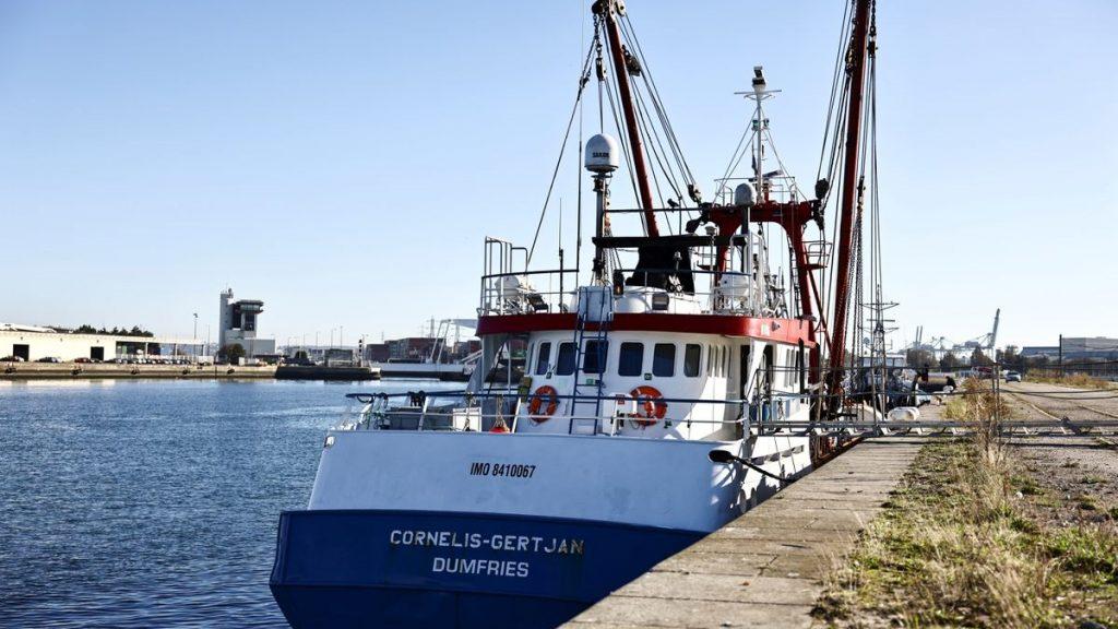 Egyre durvul a francia-brit halászati konfliktus: Franciaország lefoglalt egy brit halászhajót
