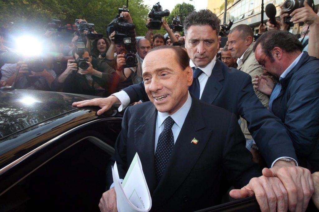 Felmentették Berlusconit a korrupciós vádak alól