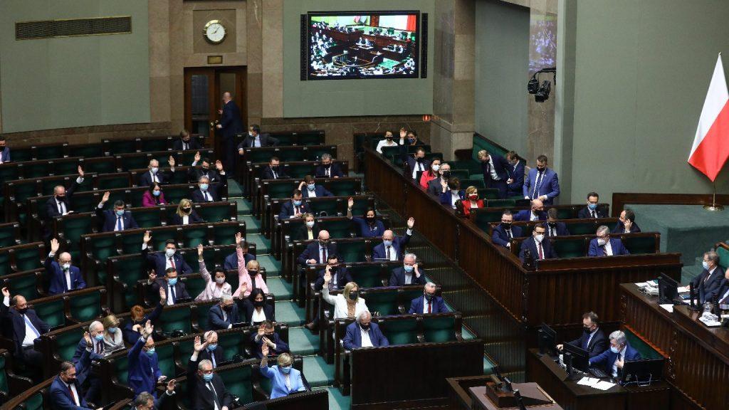 A lengyel szenátus visszaküldte a szejmnek a határfalról szóló törvényt