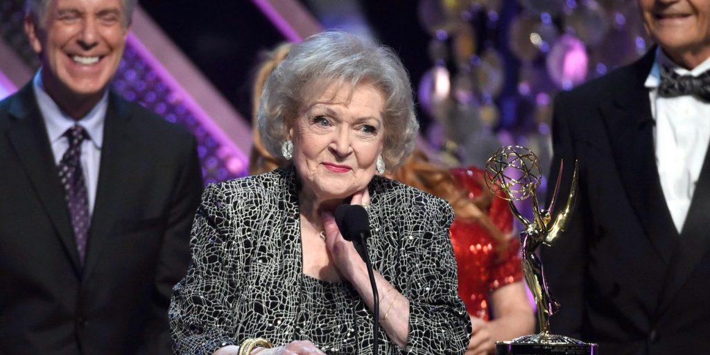 Biztonsági szolgálatot követelnek a rajongók a hamarosan 100 éves Betty White mellé